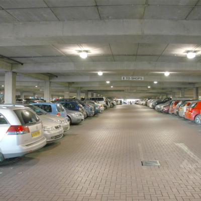 Interne Parkhausbeleuchtung